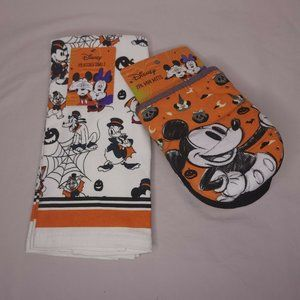Disney Mickey & Friends 2 Pack of Kitchen Towels 2 Pack Oversized Mini Mitts